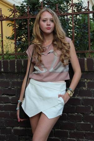 white shorts swan print shirt