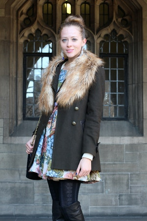 wool coat faux fur scarf
