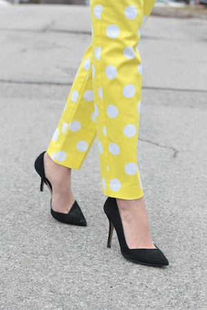 yellow polka dot pants black pumps