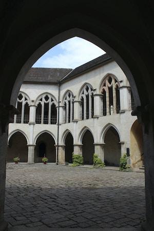 zvikov castle courtyard