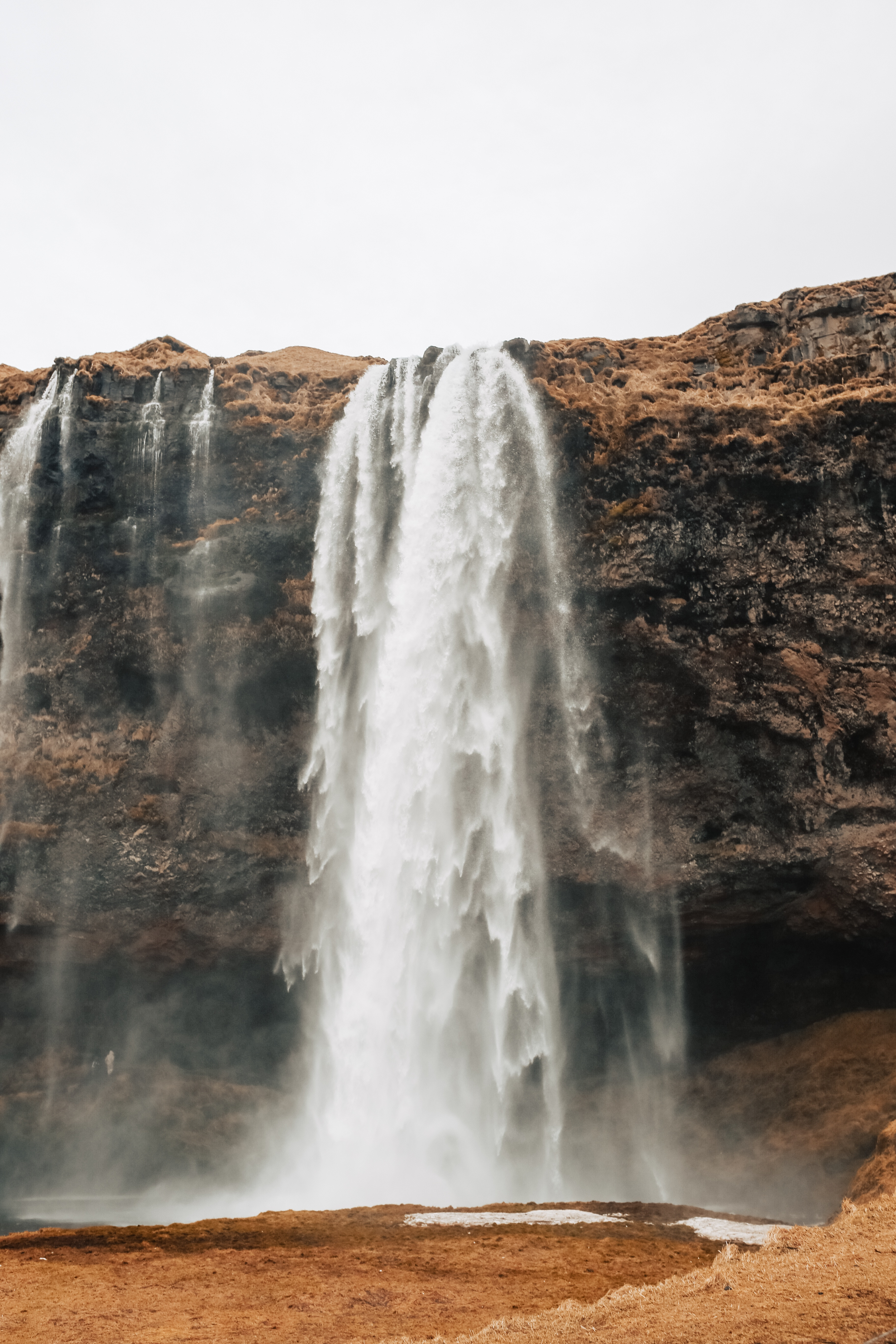 Seljalandfoss was a gorgeous waterfall in South Iceland. Visitors can hike to the top of the waterfall, or go behind the stream of water to capture it from behind.