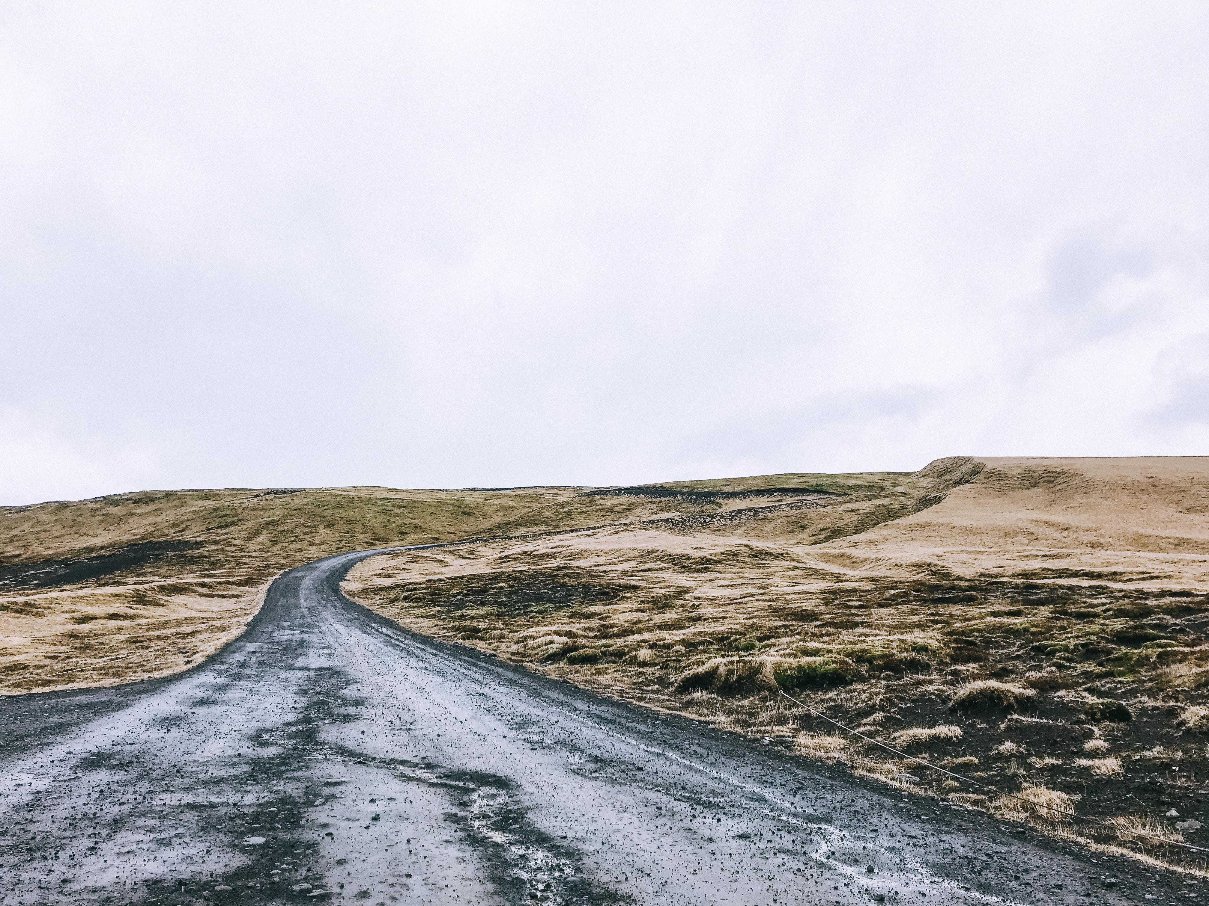 Navigating roads in Iceland in March: what to know and tips for driving in Iceland.