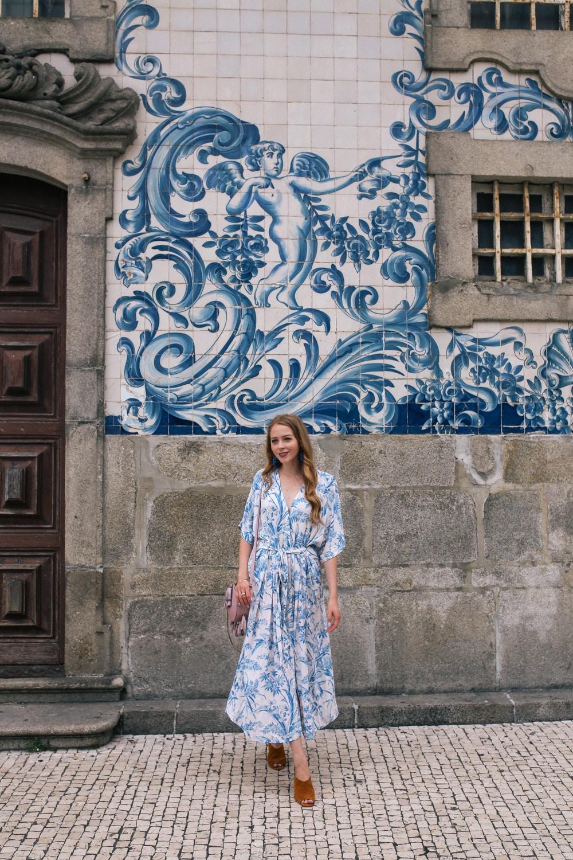 azulejos in porto igreja do carmo