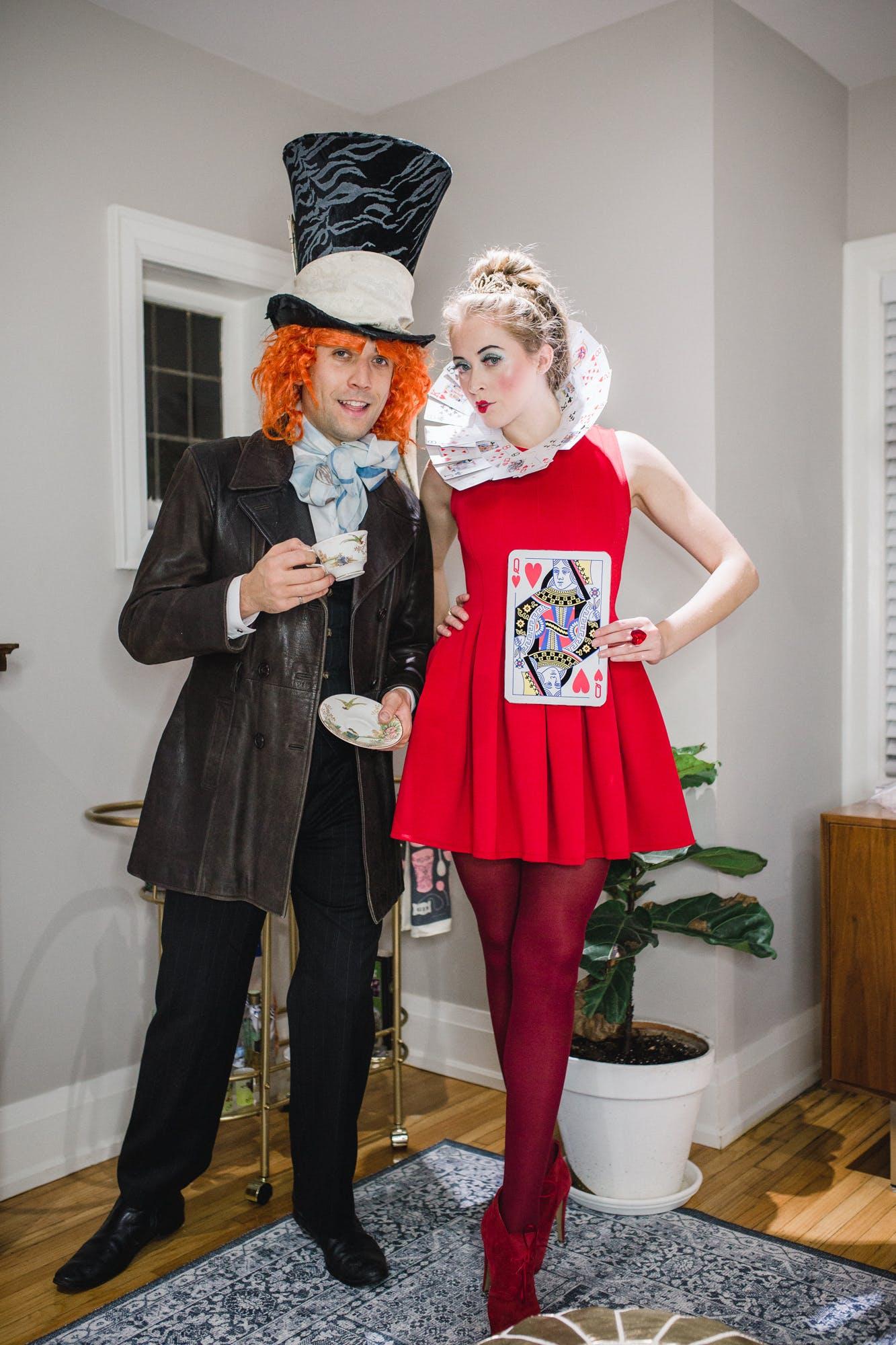 Alice in Wonderland couples halloween costume - DIY Mad Hatter and Queen of Hearts costume idea