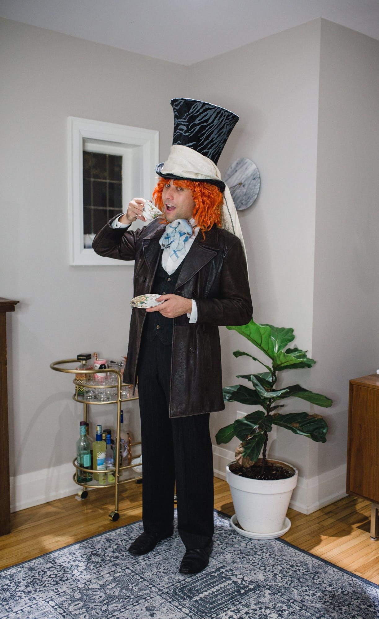 DIY Mad Hatter Alice in Wonderland Costume idea