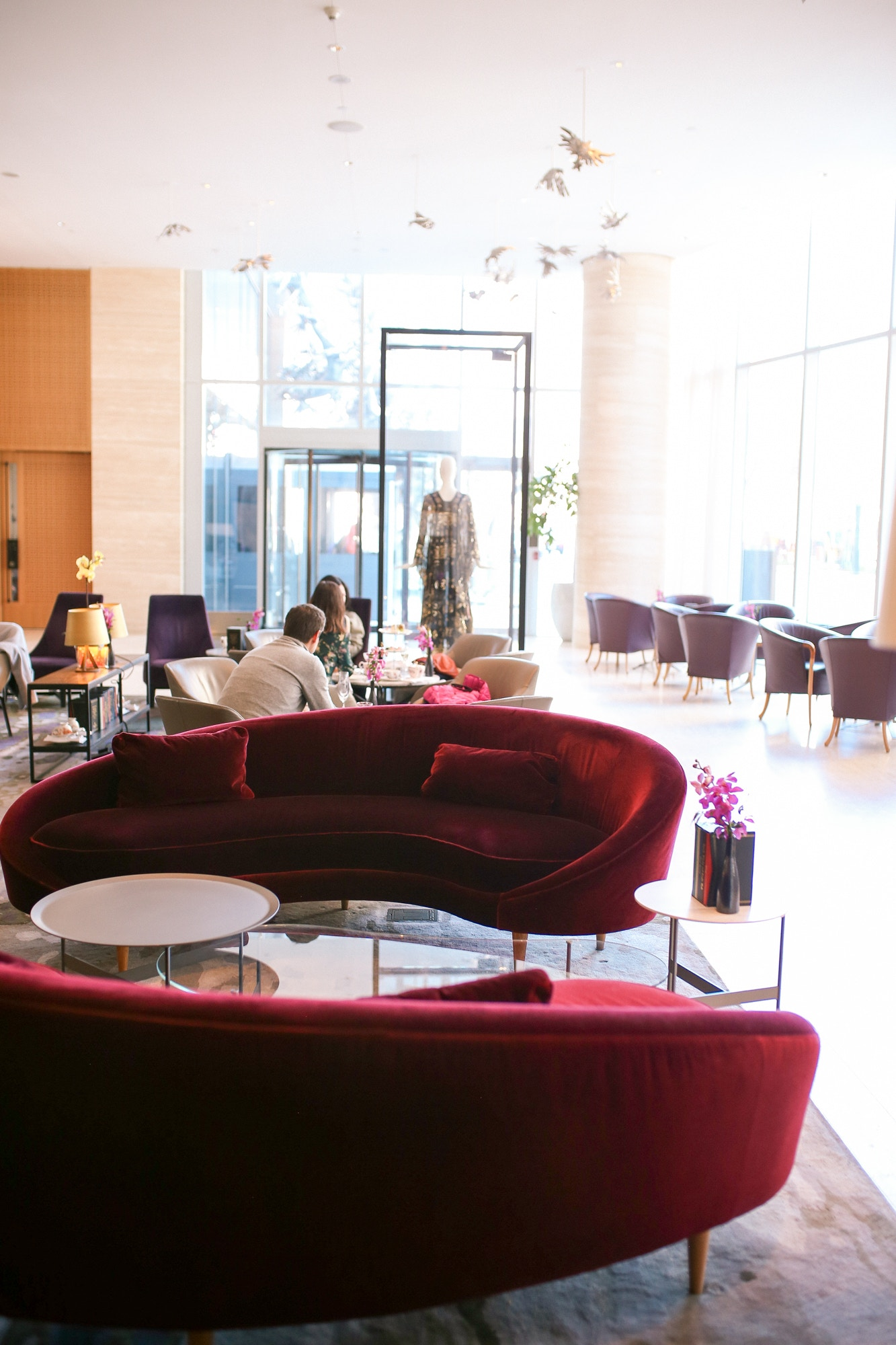The Shangri-La Hotel Toronto's chic lobby bar is perfect for an Afternoon High Tea or a round of cocktails.