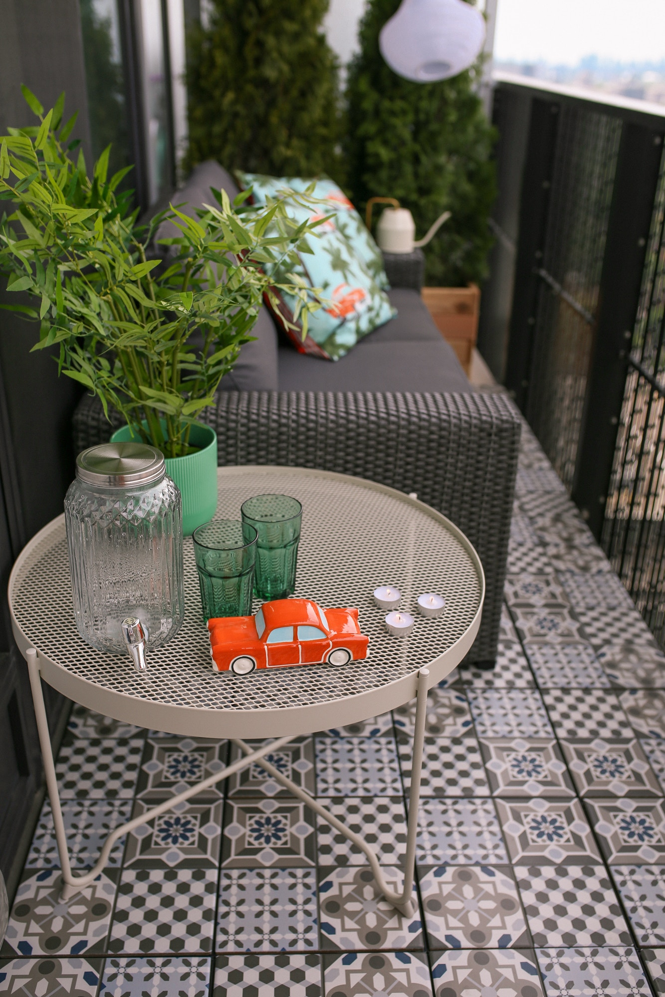 IKEA Patio Furniture Review - the best products for making your balcony a chic outdoor space. The Krokholmen metal coffee table from IKEA is very practical, sturdy and perfect for entertaining.