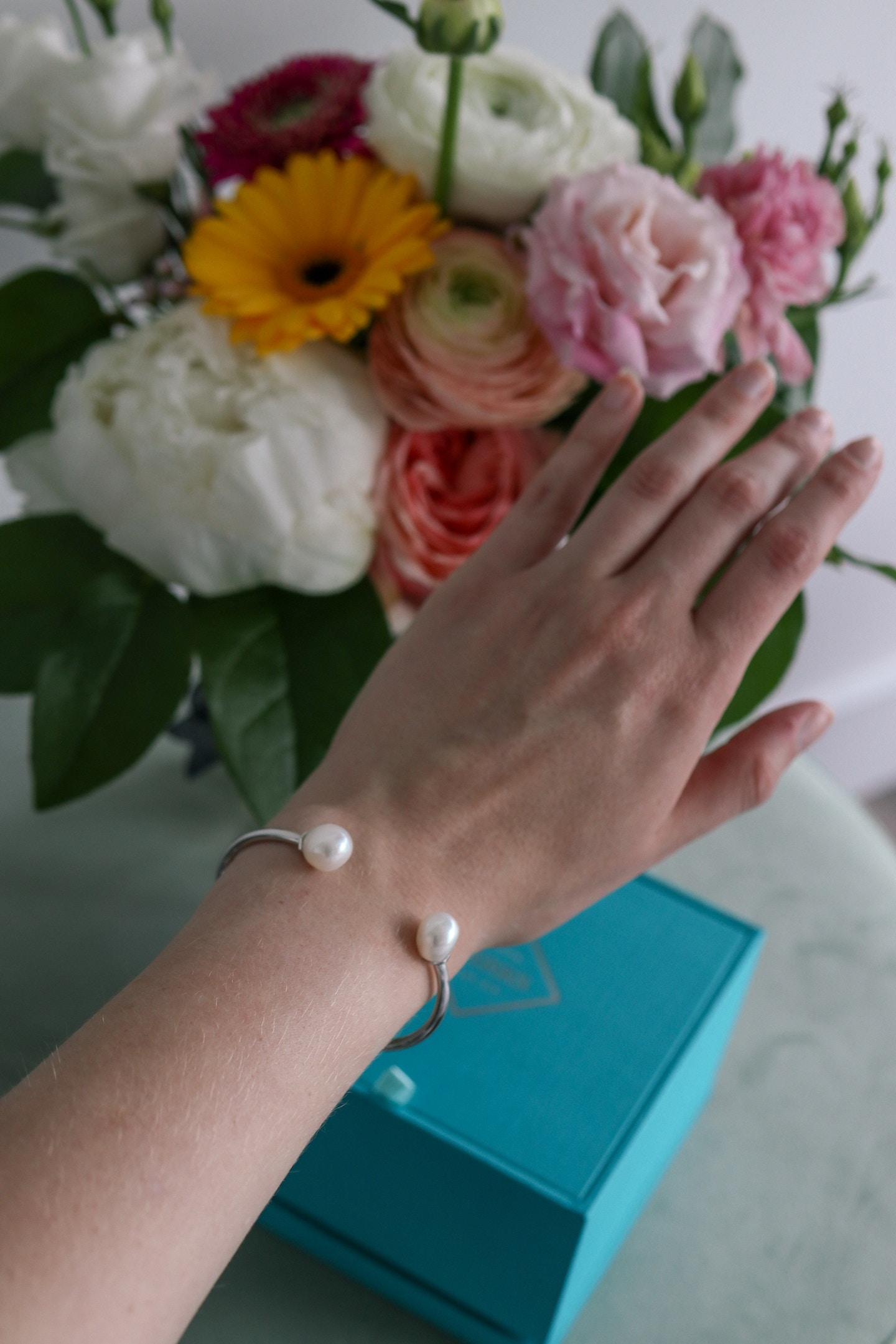 Birks Bee Chic Baroque Pearl silver bracelet - the perfect gift idea for the modern woman! Elegant, minimal but still makes a statement with freshwater pearls and silver.