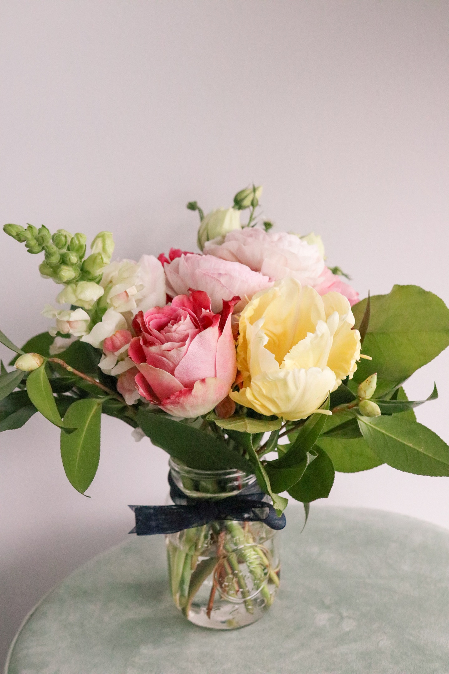 Mother's Day Gift Ideas: get her a floral subscription from a local florist. In Toronto, I love Brave Blooms which offer 3, 6 and 12 month subscriptions 1x or 2x per month!
