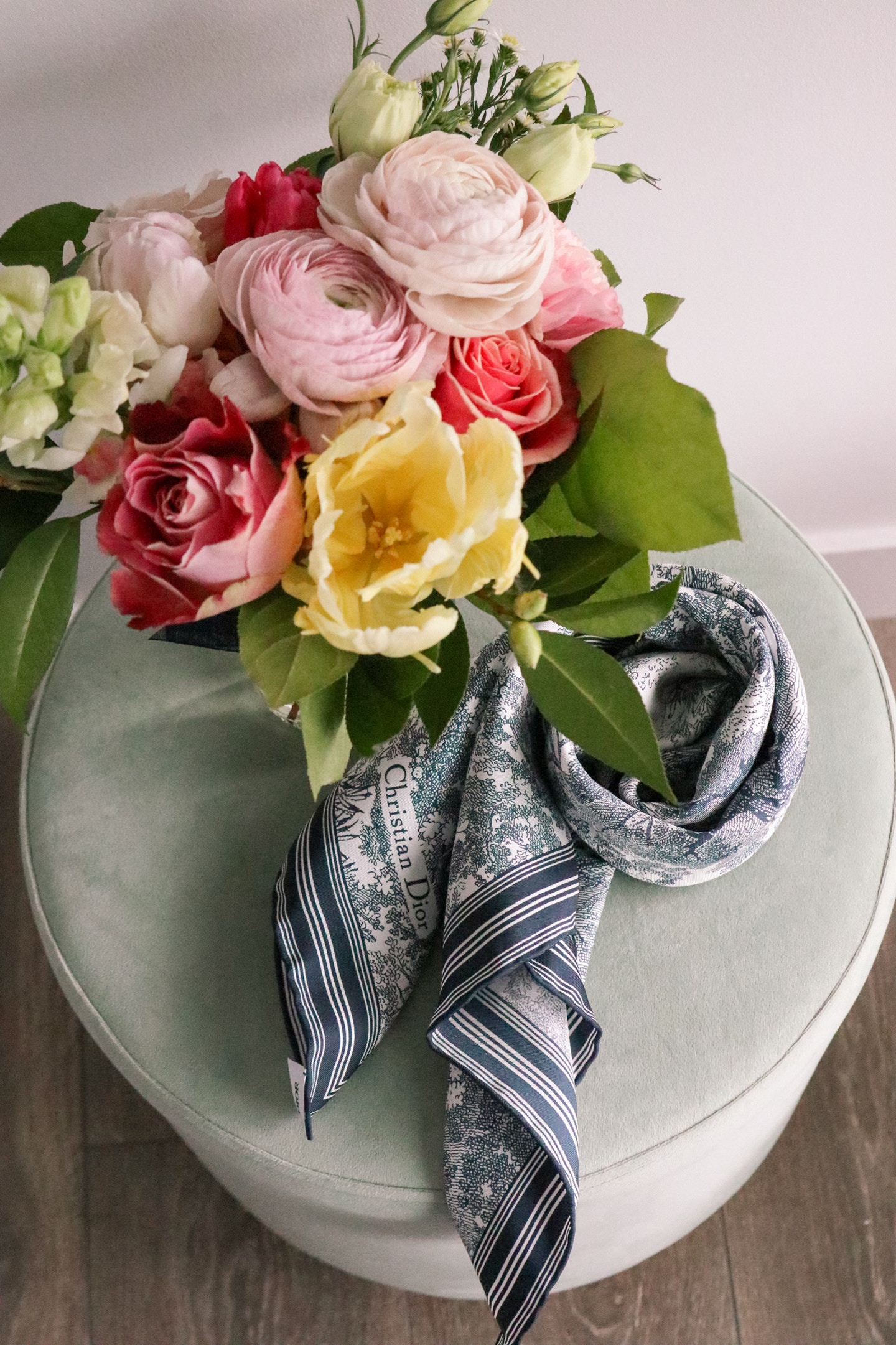 Christian Dior Toile de Jouy silk scarf: a perfect, timeless gift idea!